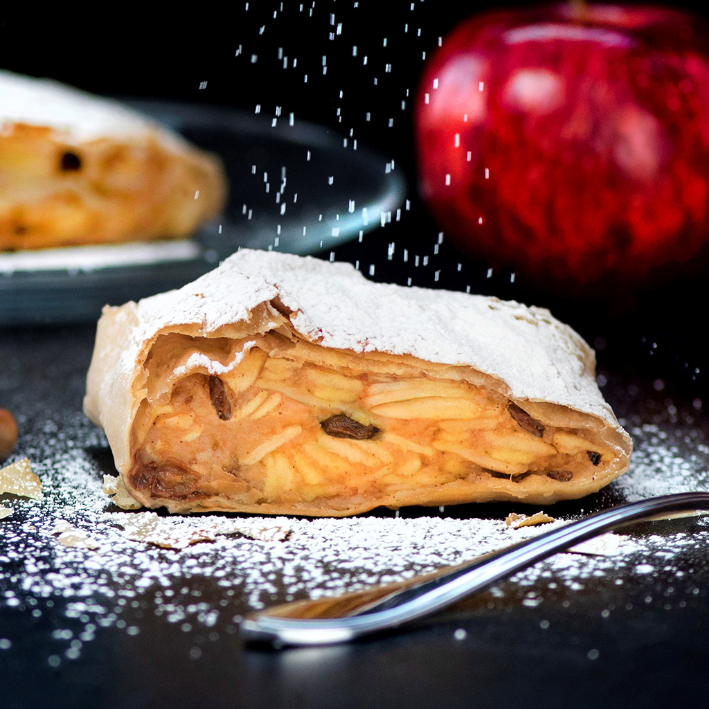Apple Strudel w/Walnuts & Raisins Retail Pack
